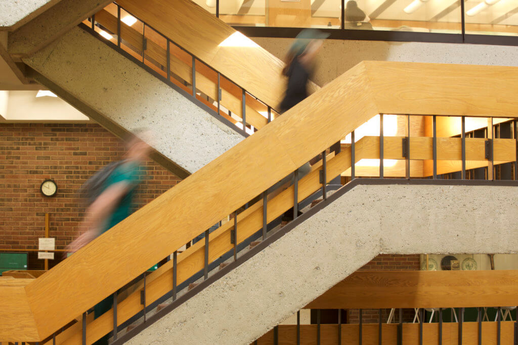 Image of students walking through Alumnae Library